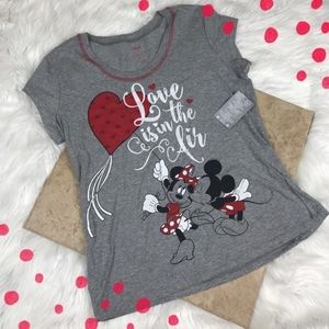 NWT Disney 'Love Is In The Air' Mickey Top Med